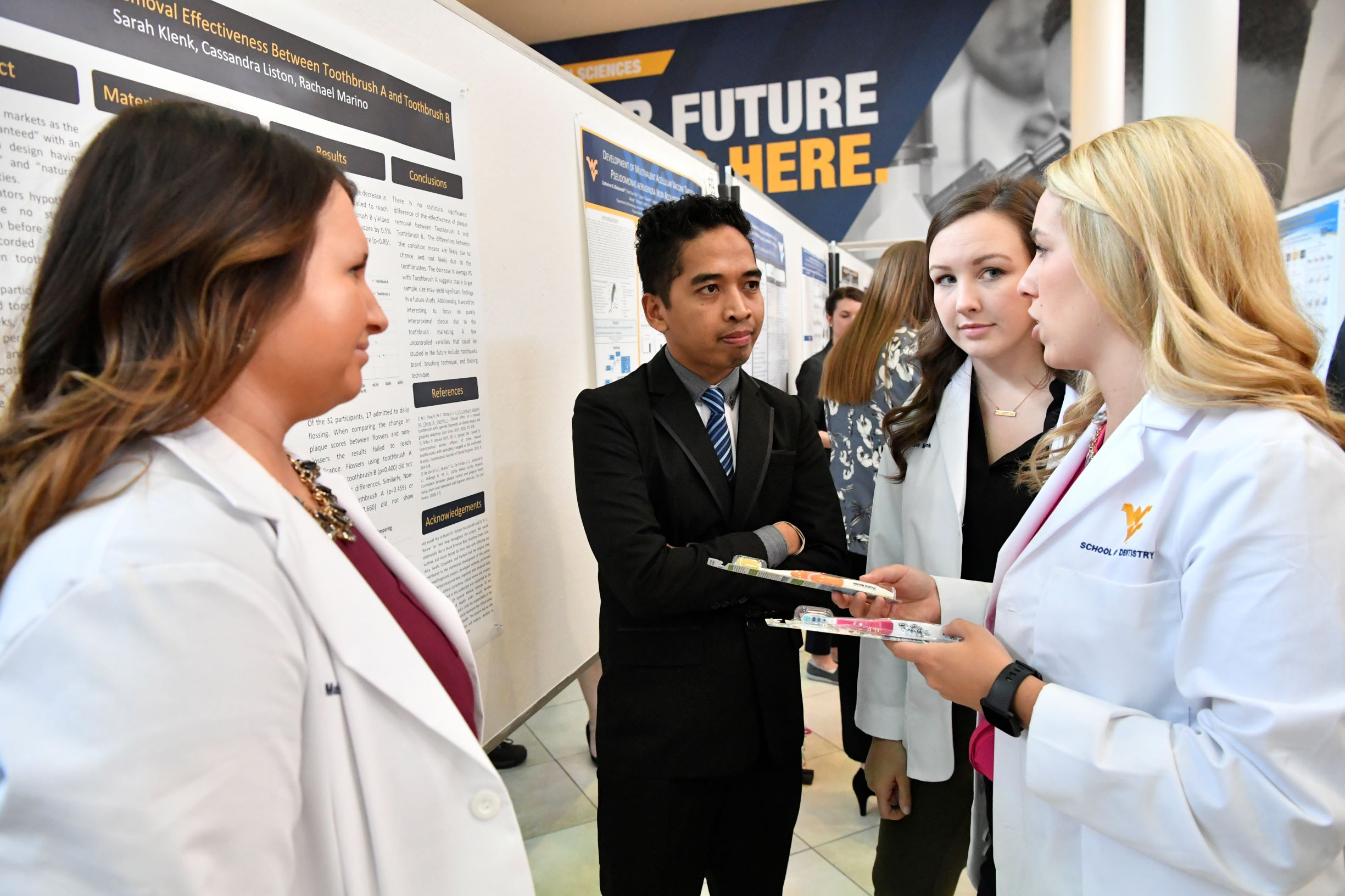 dentistry students present research